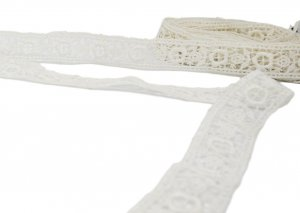 "Off White Vintage Lace - 1"" Wide - 3 1/4 Yards"
